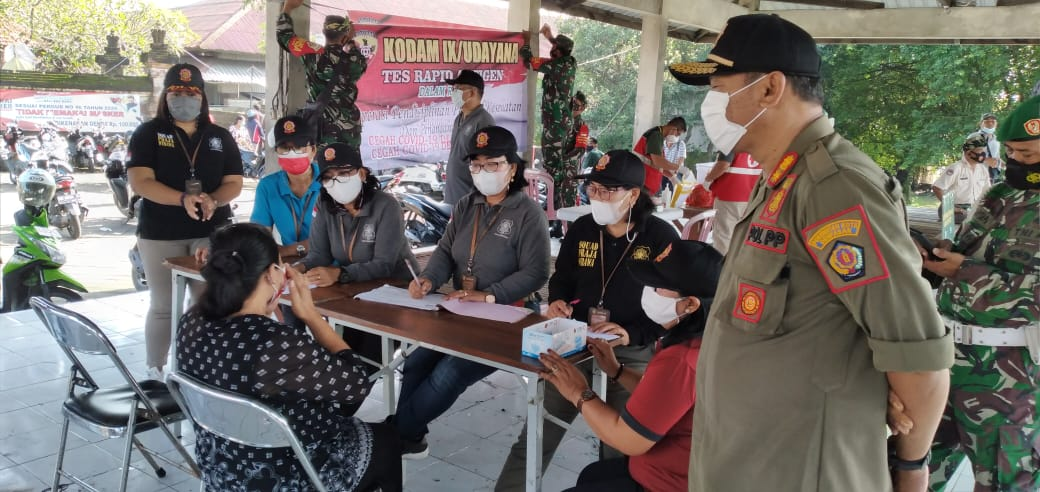 Tim Yustisi Kota Denpasar lakukan rapid test antigen terhadap 6 orang pelanggar protokol kesehatan, Jumat 26 Februari 2021