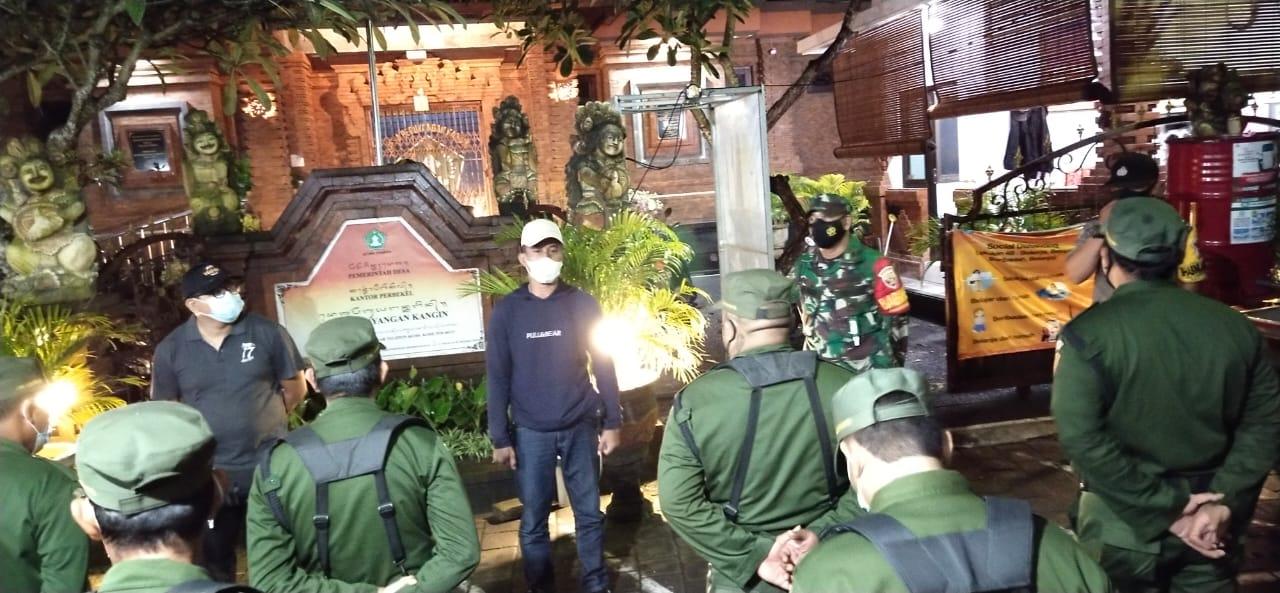Satgas covid-19 Desa Peguyangan Kangin rutin patroli pemantauan protokol kesehatan terkait Pemberlakuan Pembatasan Kegiatan Masyarakat (PPKM)