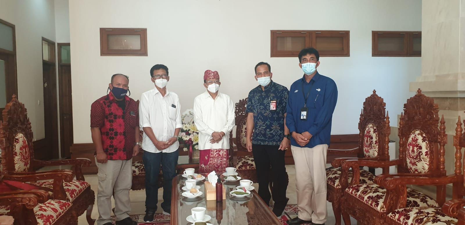 Pengurus PWI Provinsi Bali, bersama Gubenur Bali, Wayan Koster usai audiensi