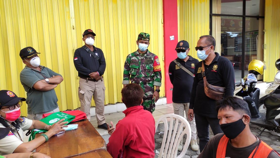 Tim Yustisi Kota Denpasar jaring 14 orang pelanggar protokol kesehatan saat  melakukan penertiban  Protokol Kesehatan Pemberlakuan Pembatasan Kegiatan Masyarakat  (PPKM) skala mikro di Sesetan Kamis 18 Februari 2021.