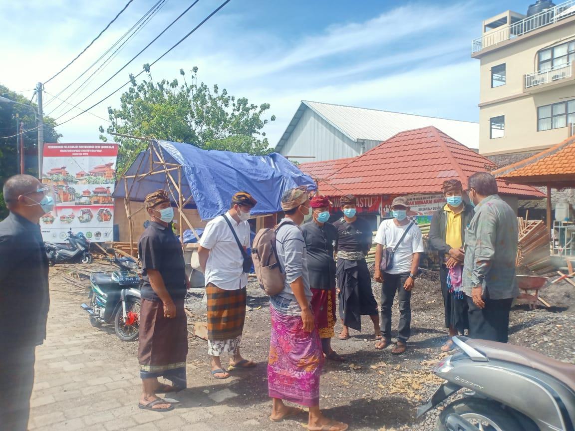 Dinas Pemberdayaan Masyarakat Desa (DPMD) Kota Denpasar melaksanakan monitoring  Pelaksanan Pembatasan Kegiatan Masyarakat (PPKM) di Desa Ubung Kaja Kamis (4/2)