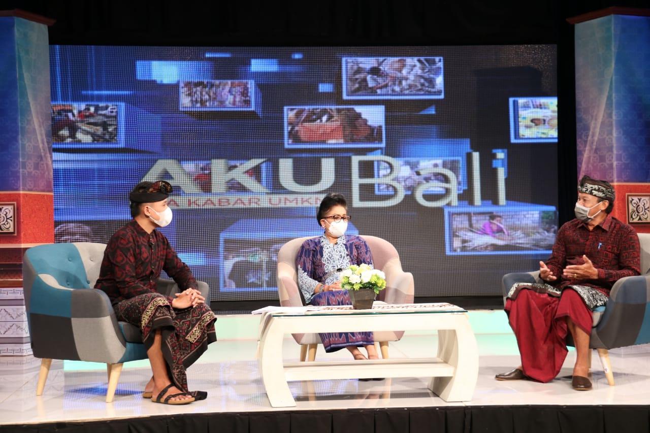 Ny Putri Koster selaku Ketua Dekranasda Provinsi Bali saat menjadi narasumber dalam acara 'Aku Bali'  Apa Kabar UMKM Bali yang disiarkan langsung TVRI Denpasar, Kamis (18/2)