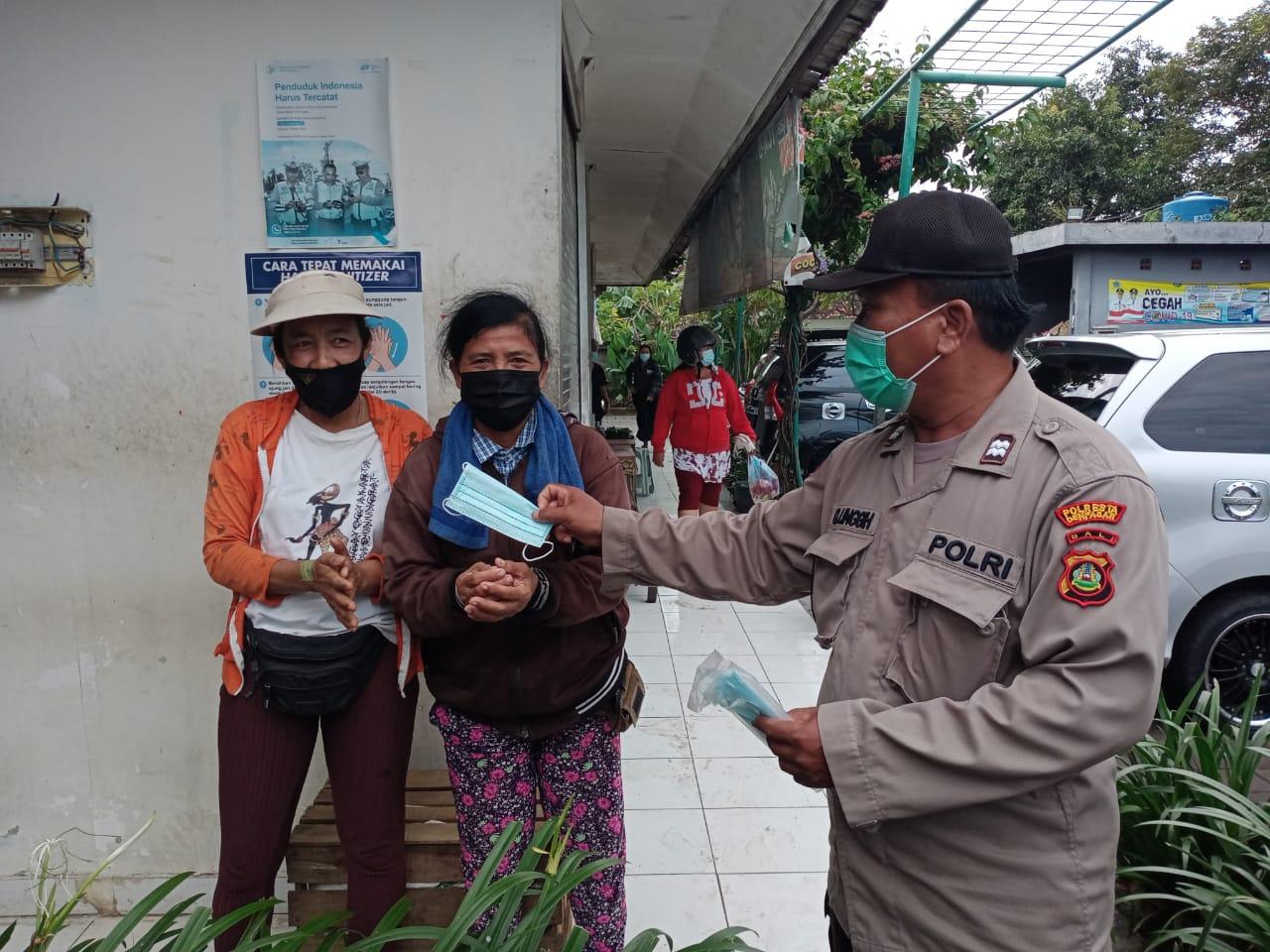 Tim Gabungan Satgas Covid-19 memantau penerapan Prokes dan PPKM berskala mikro di Desa Pemecutan Kaja