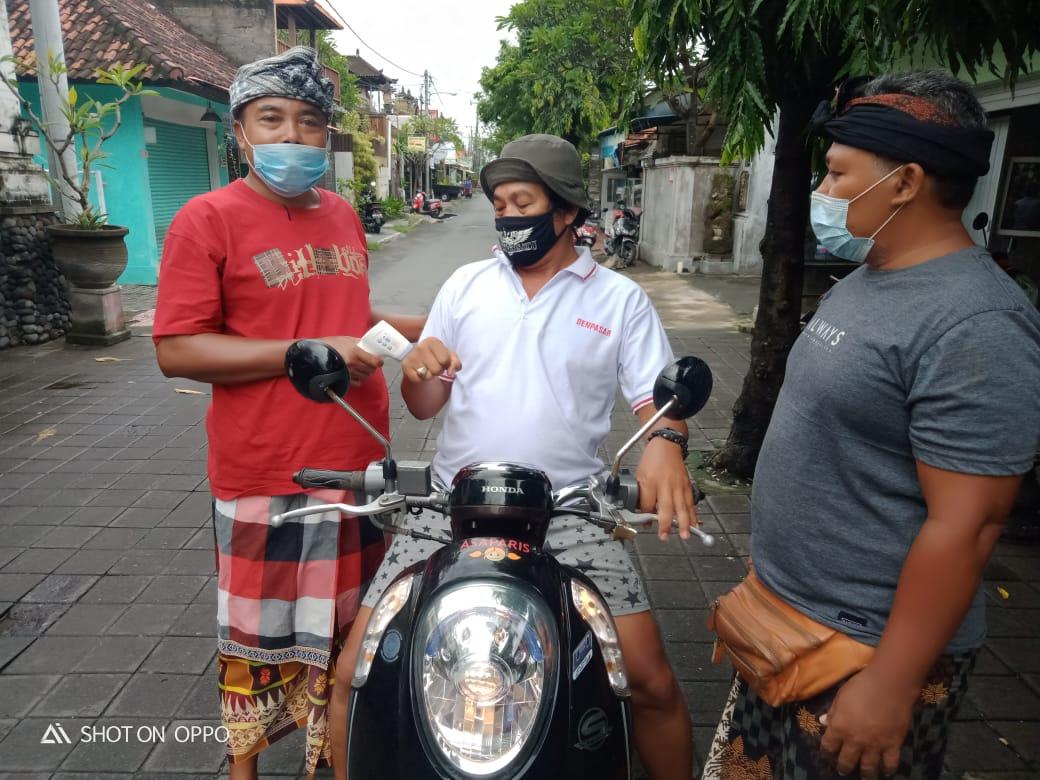 Satgas covid-19 Kelurahan Sanur menggiatkan patroli pemantauan Prokes terkait Pemberlakuan Pembatasan Kegiatan Masyarakat (PPKM) di seluruh wilayah Sanur, Sabtu 6 Februari 2021.