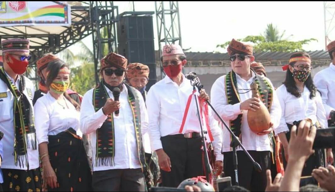 Pasangan calon Bupati/Wakil Bupati Manggarai Barat nomor urut 3 Edistasius Endi dan Yulianus Weng alias pake Edi-Weng, saat kampanye kali lalu di Labuan Bajo.