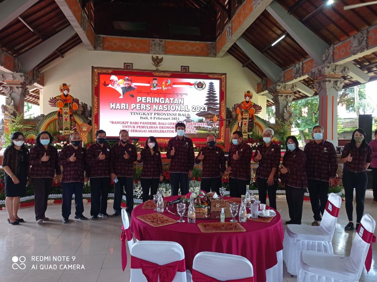 Jajaran Pengurus PWI Bali bersama Panitia Penyelenggara HPN 2021 Provinsi Bali foto bersama usai acara