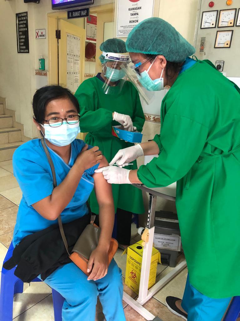 Pelaksanaan vaksin Sinovac kepada tenaga kesehatan di Kota Denpasar