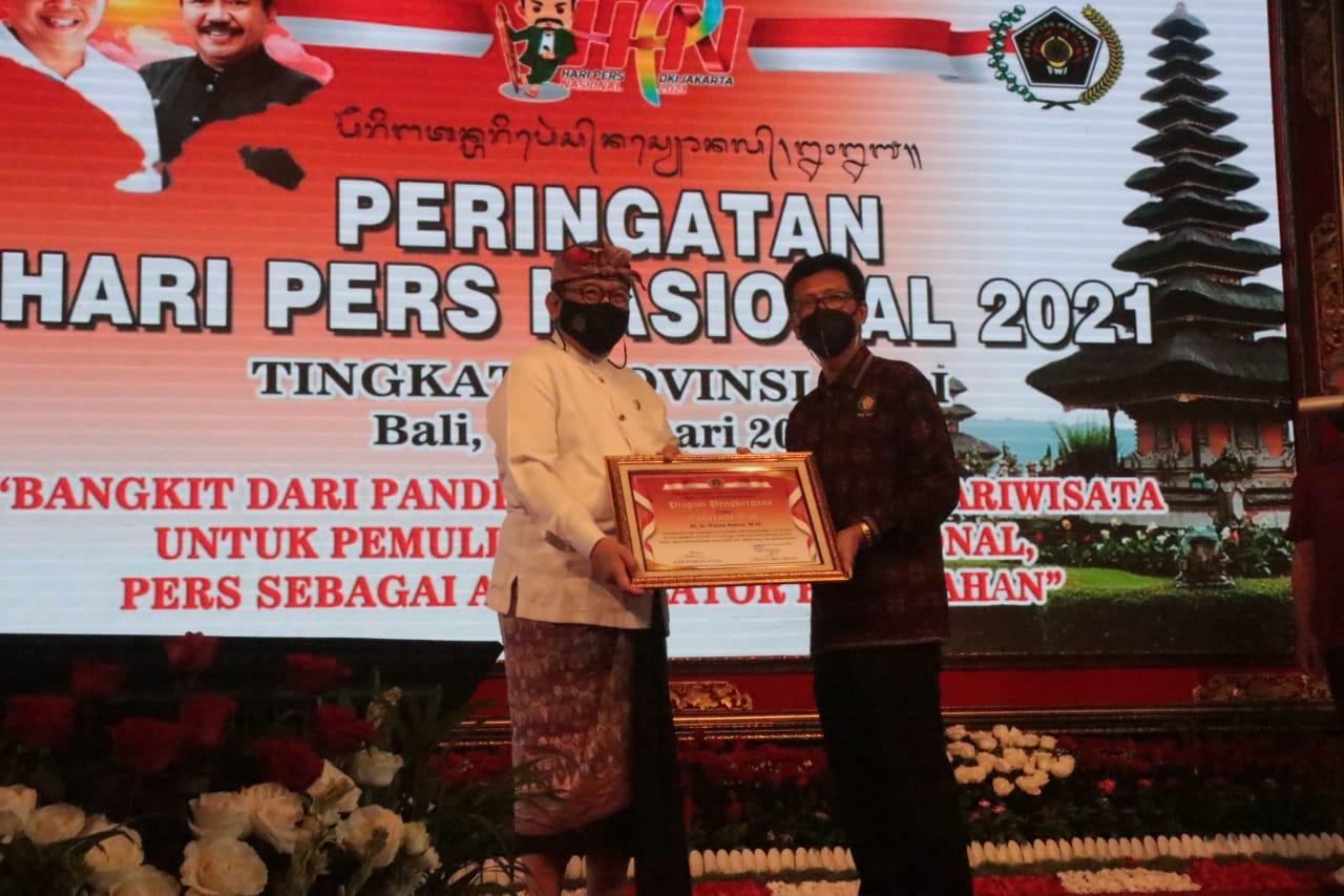 Wagub Bali terima penghargaan dari PWI