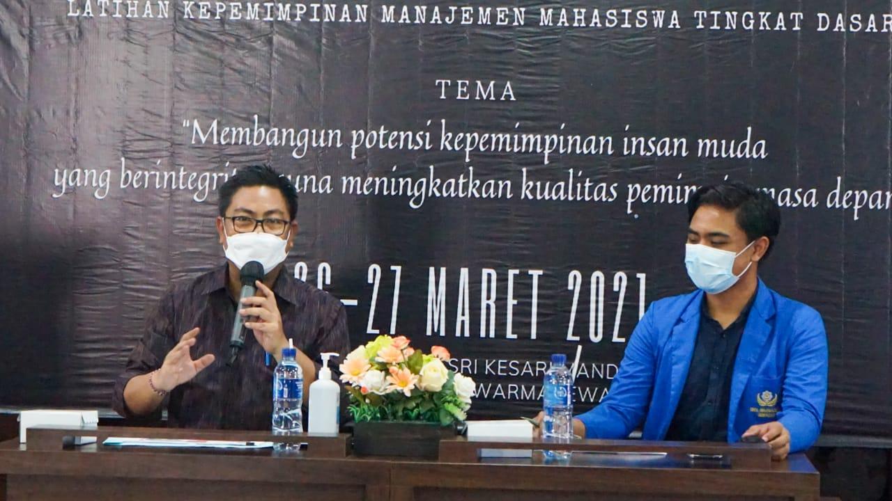 Wakil Walikota Denpasar, I Kadek Agus Arya Wibawa didapuk menjadi narasumber pada pelaksanaan Latihan Kepemimpinan Mahasiswa Tingkat Dasar (LKMM TD) BEM Fakultas Ilmu Sosial dan Ilmu Politik (FISIP) Universitas Warmadewa