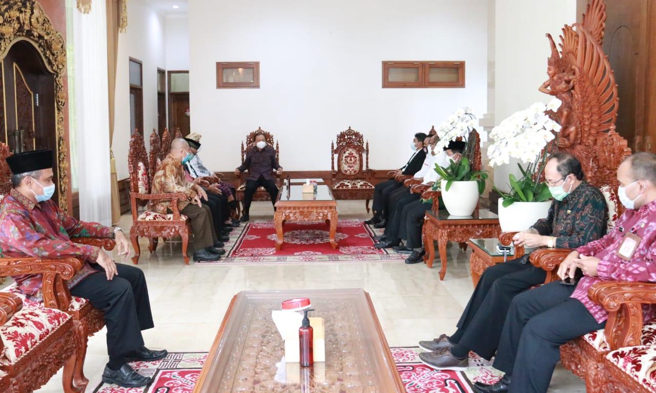 Pengurus FKUB Provinsi Bali saat menemui Gubernur Bali di Rumah Jabatan Gubernur Bali Jaya Sabha Denpasar