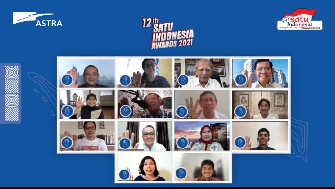 Seremoni Kick-off 12th SATU Indonesia Awards 2021 secara virtual dilakukan oleh Chief of Corporate Affairs Astra Riza Deliansyah, dewan juri 12th SATU Indonesia Awards 2021, dan tiga penerima apresiasi 11th SATU Indonesia Awards 2020 pada hari ini (2/3).
