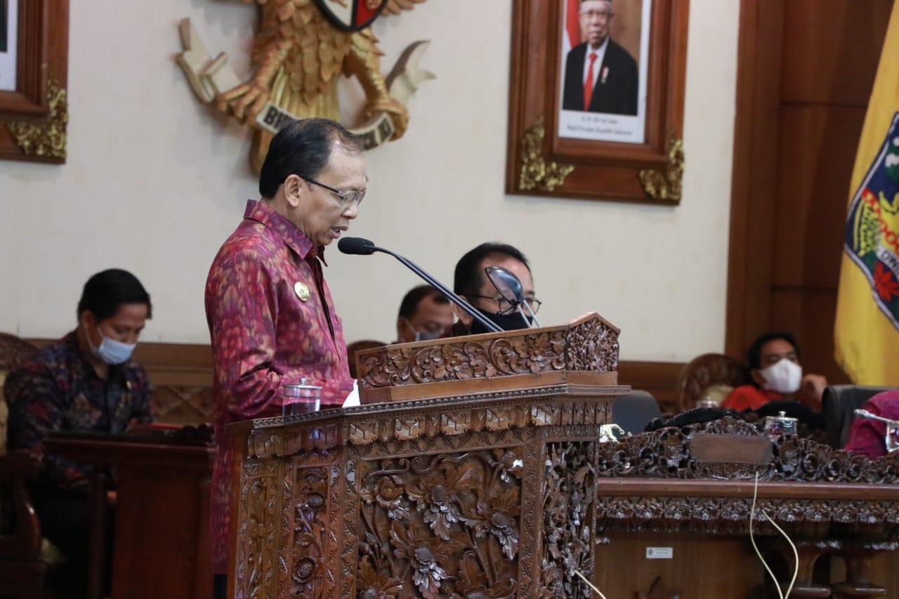 Gubernur Bali mengurai capaian makro ekonomi Bali tahun 2020. Secara kumulatif, perekonomian Bali selama tahun  2020 tercatat tumbuh negatif (terkontraksi) sedalam -9,31 persen atau mengalami perlambatan jika dibandingkan dengan tahun sebelumnya yang tercatat tumbuh 5,63 persen.