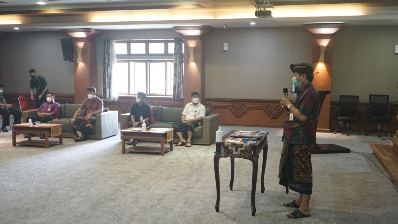 Wali Kota Denpasar, I GN Jaya Negara dan Wakil Wali Kota I Kadek Agus Arya Wibawa hadir mengikuti pembahasan kesepakatan bersama MDA Kota Denpasar yang dihadiri juga Forkopimda Denpasar Camat, Sabha Upadesa dan Bendesa se-Kota Denpasar, Selasa (9/3/2021) di Graha Sewaka Dharma Lumintang.