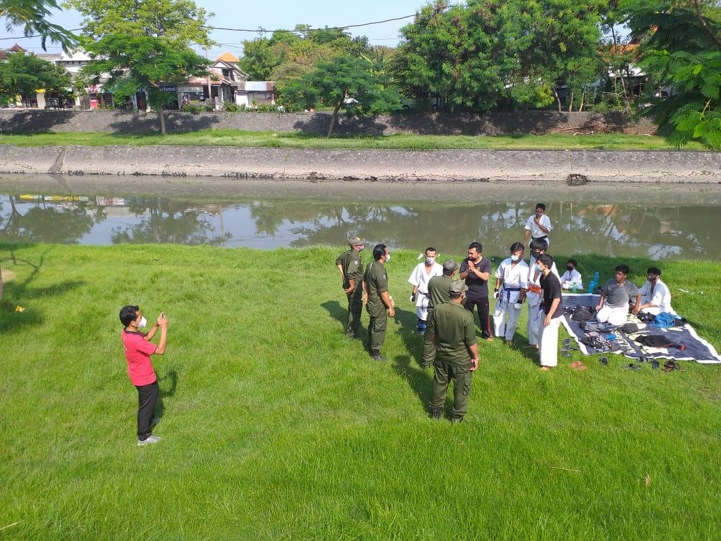 Satgas Penanganan Covid 19 Desa Pemogan, bubarkan kerumunan warga yang tengah mancing