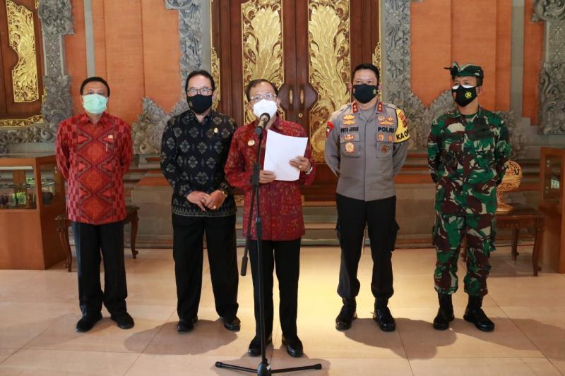 Gubernur Bali Wayan Koster bersama Forkopimda Bali saat mengumumkan tiga Kabupaten di Bali ditetapkan sebagai Zona Hijau