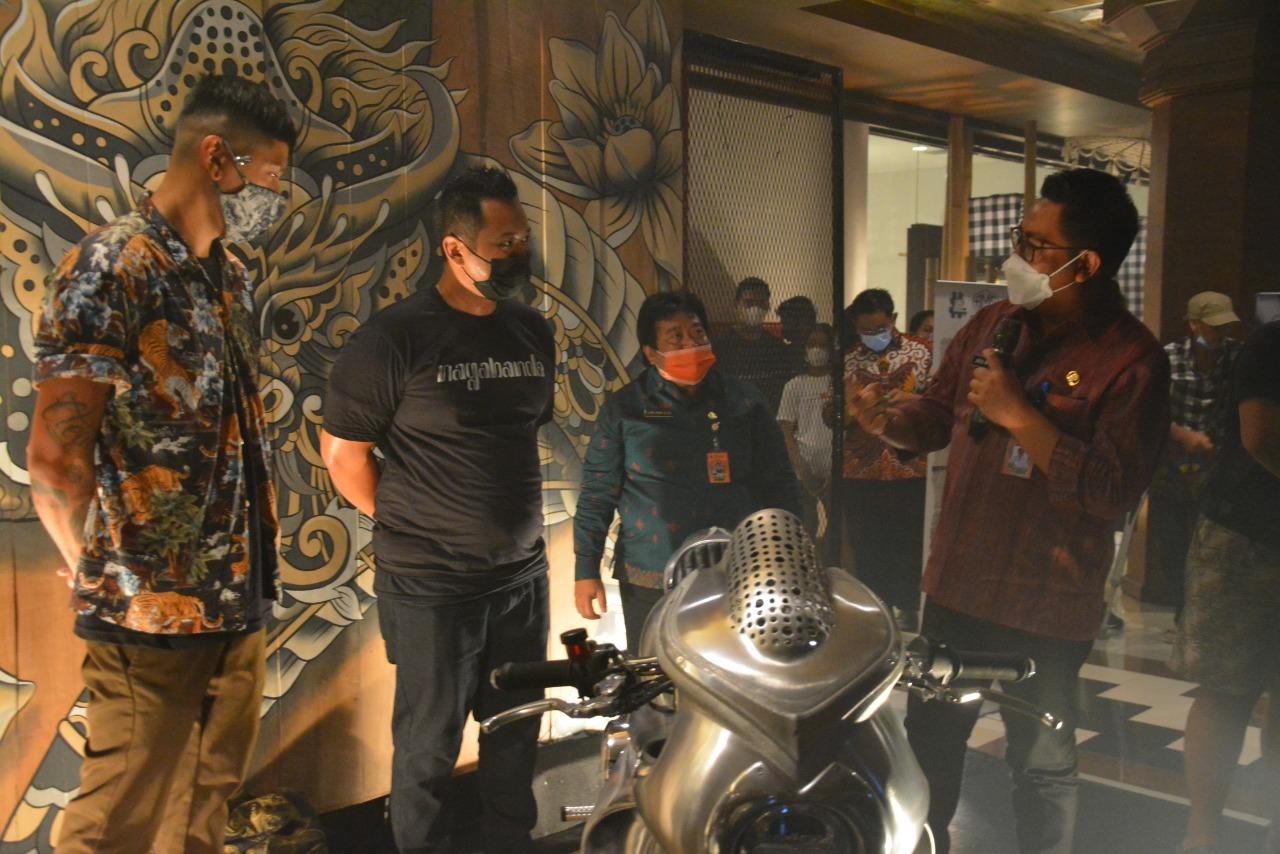 Wakil Walikota Denpasar Kadek Agus Arya Wibawa hadiri pemutaran film dan launching motor custom Nagabanda pada Jumat (26/3) di Dharma Negara Alaya
