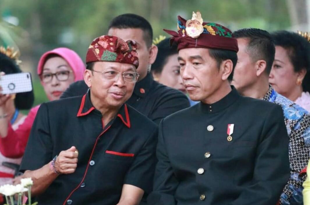 Presiden Jokowi bersama Gubernur Bali, Wayan Koster saat membuka PKB di Denpasar tahun 2019.
