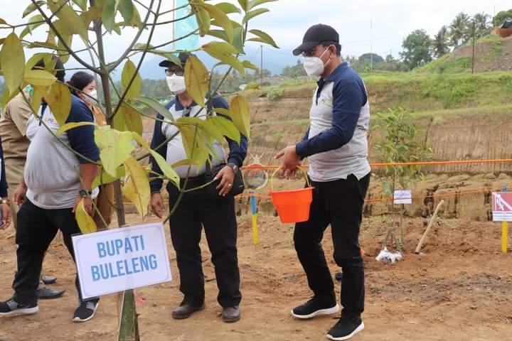 Wakil Bupati Buleleng dr. I Nyoman Sutjidra, Sp.OG usai menghadiri penanaman pohon