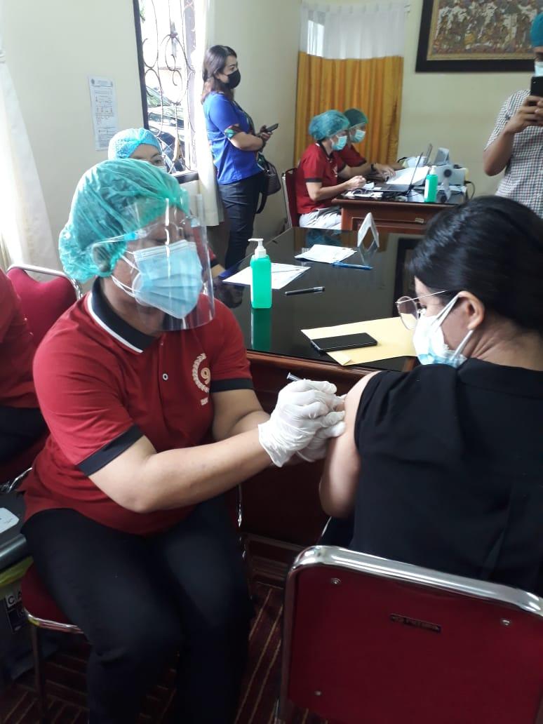 Pelaksanaan vaksin covid-19 di Denpasar