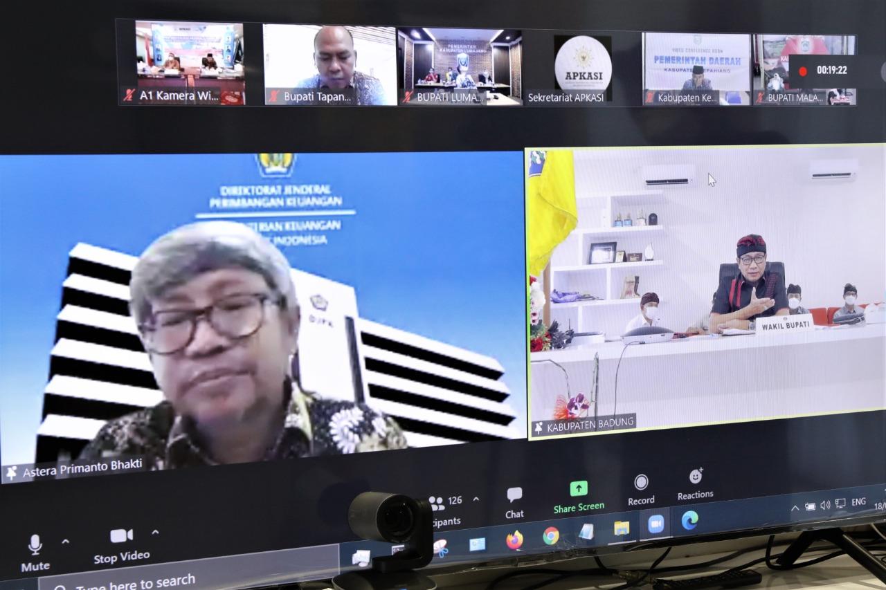 Wakil Bupati Badung Ketut Suiasa mengikuti Pra Munas V Asosiasi Pemerintah Kabupaten Seluruh Indonesia (Apkasi) tahun 2021 secara virtual