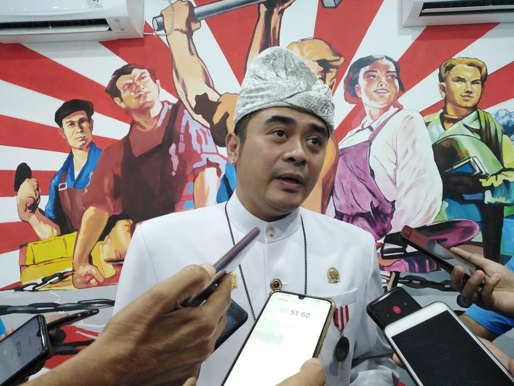 Senator asal Bali Shri I Gusti Ngurah Arya Wedakarna Mahendradatta Wedasteraputra Suyasa alias AWK