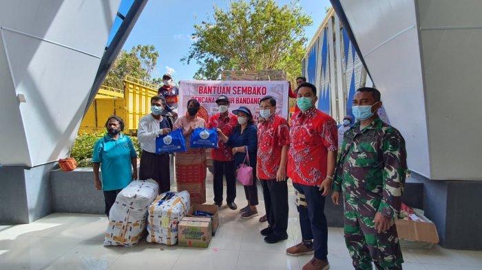 Ketua PSMTI serahkan bantuan sembako dari Konjen RRT Denpasar untuk korban bencana NTT