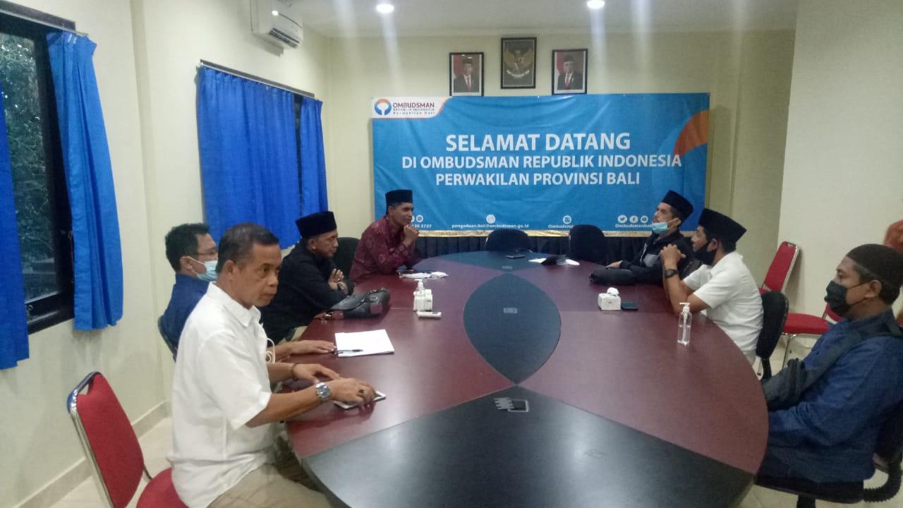 Buka puasa Ombudsman Bali dengan para awak media di Denpasar