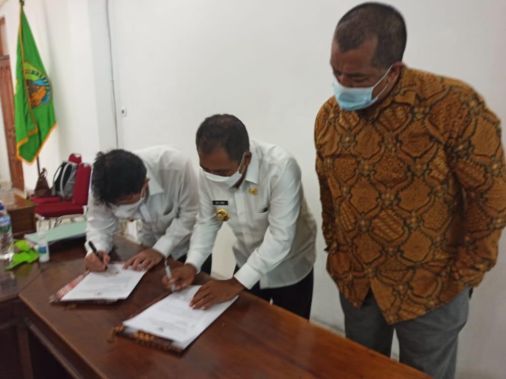 Bupati dan Wakil Bupati Manggarai Barat, Editasius Endi dan Yuianus Weng bersama Ketua Satuan Tugas Koordinasi Supervisi (Korsup) Pencegahan wilayah V KPK Dian Patria