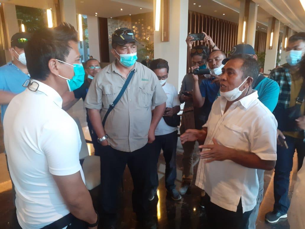 General Manajer (GM) Hotel Inaya Bay, Nanang Aryawan Ardianto saat didatangi Bupati Mabar Edi Endi