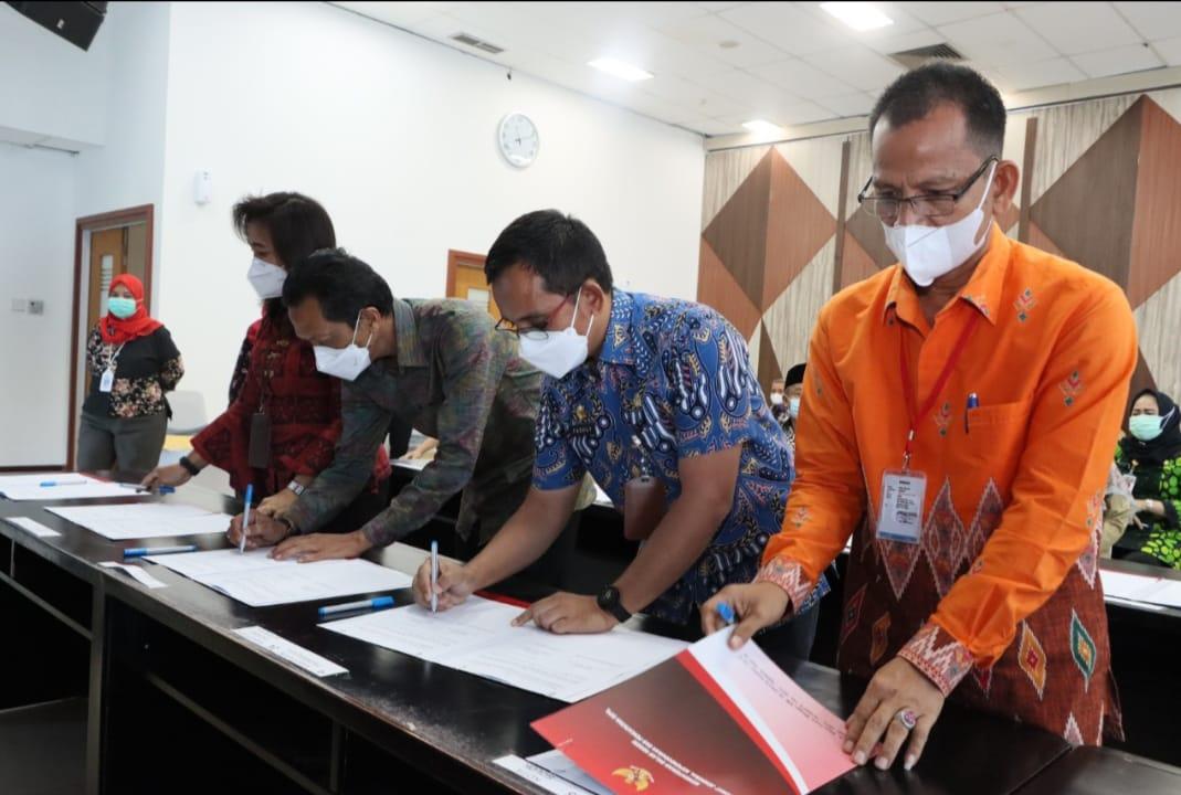 Kepala Dinas Kependudukan dan Pencatatan Sipil Kota Denpasar, I Dewa Gde Juli Artabrata di Denpasar