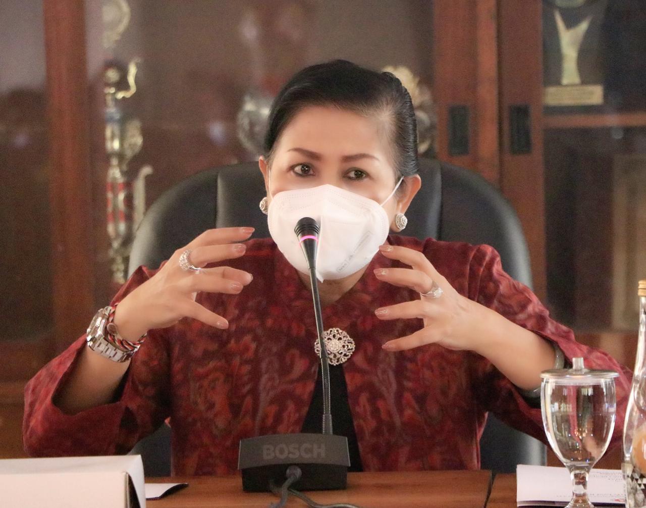 Ketua Dekranasda Bali, Nyonya Putri Suastini Koster