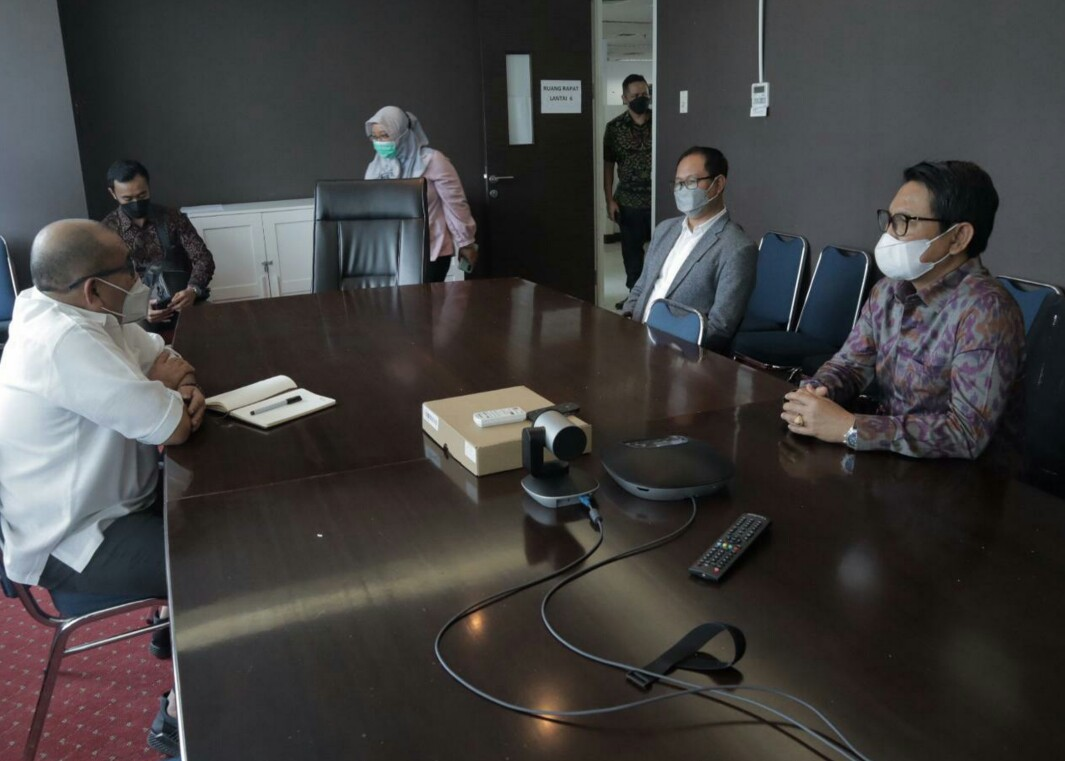 Wabup Suiasa didampingi Sekda Adi Arnawa saat audiensi dengan Kasubdit Administrasi Kawasan Perkotaan  Direktorat Jenderal Bina Administrasi Wilayah Kemendagri Gensly, SE di Jakarta, Selasa (6/4).