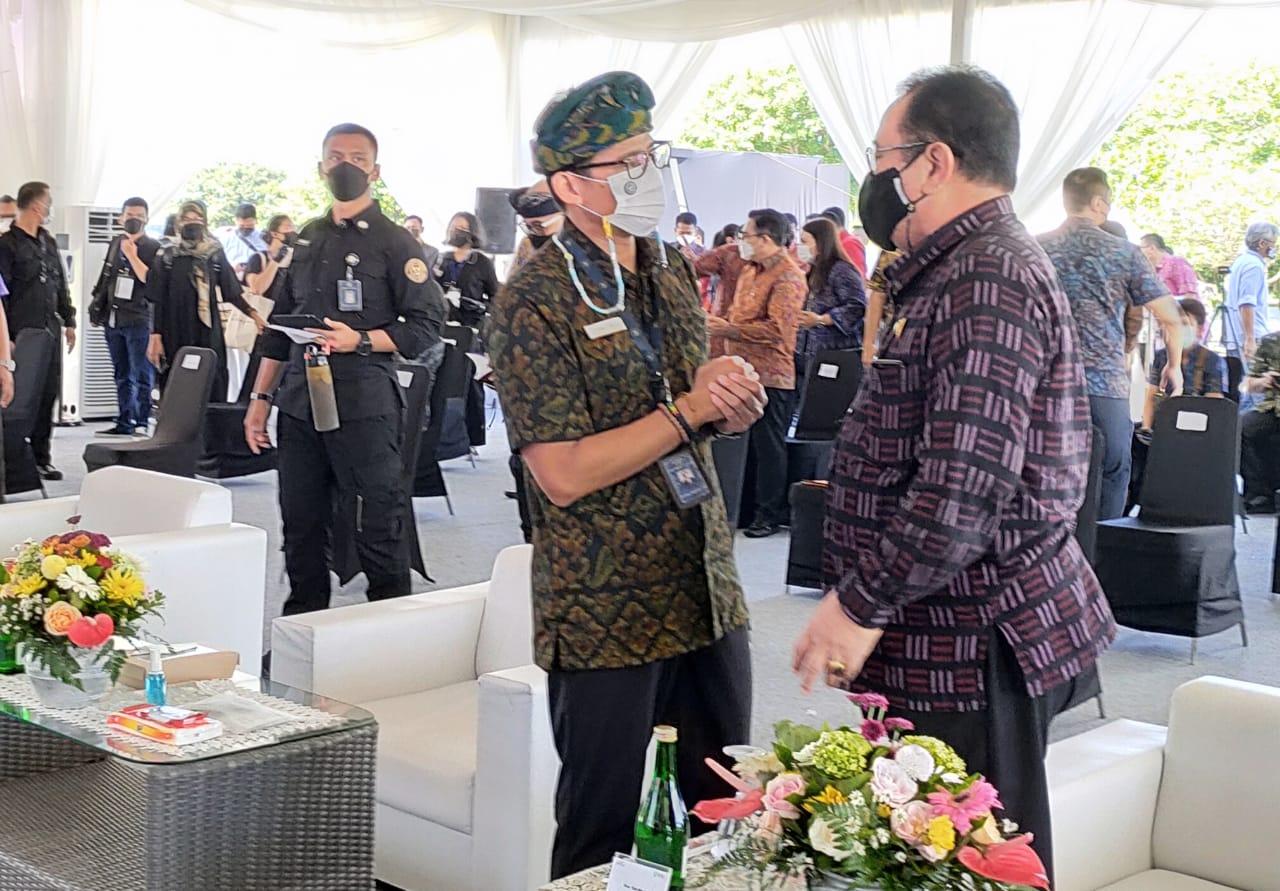 Wakil Gubernur Bali, Tjokorda Oka Artha Ardhana Sukawati bersama Menparekraf Sandiaga Uno