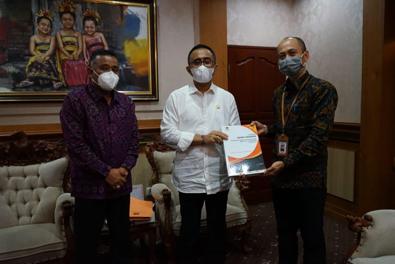 Ketua KPU Kota Denpasar I Wayan Arsa Jaya audiensi dengan Wali Kota Denpasar IGN Jaya Negara di Kantor Walikota Denpasar Rabu (21/4)