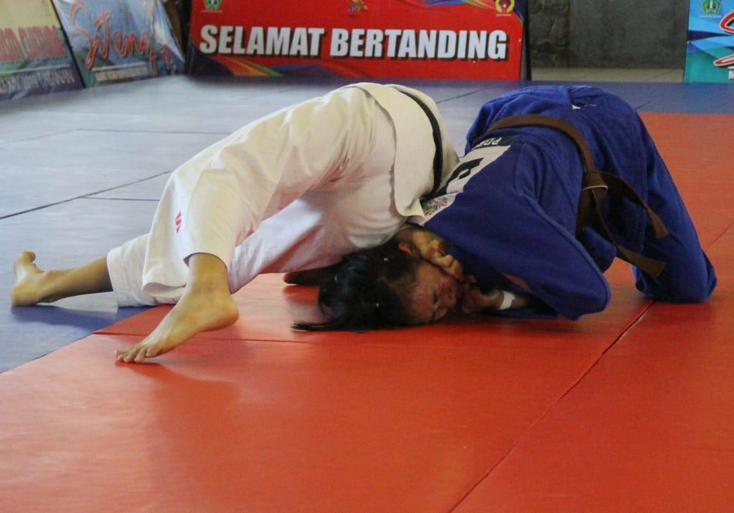 Judo salah satu cabor yang menyumbangkan medali emas lebih dari 2 emas di PON Papua..(Foto : Arp)