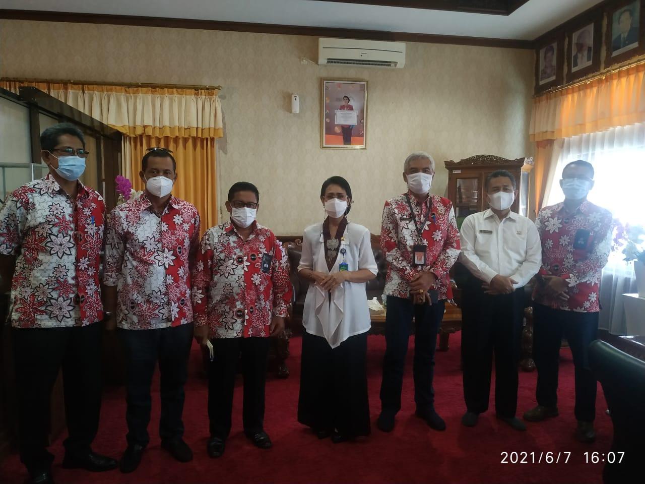 Jajaran pengurus FKPT Bali beraudiensi dengan Kakanwil Depag Bali