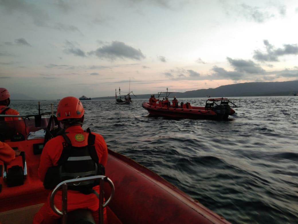 Evakuasi KMP Yunicee. (FOTO/Ist)