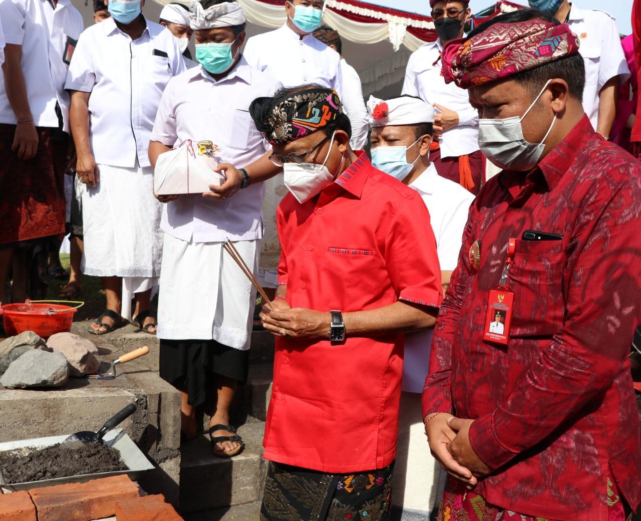 Gubernur Bali, Wayan Koster pimpin upacara peletakan batu pertama pembangunan alun-alun Kota Bangli