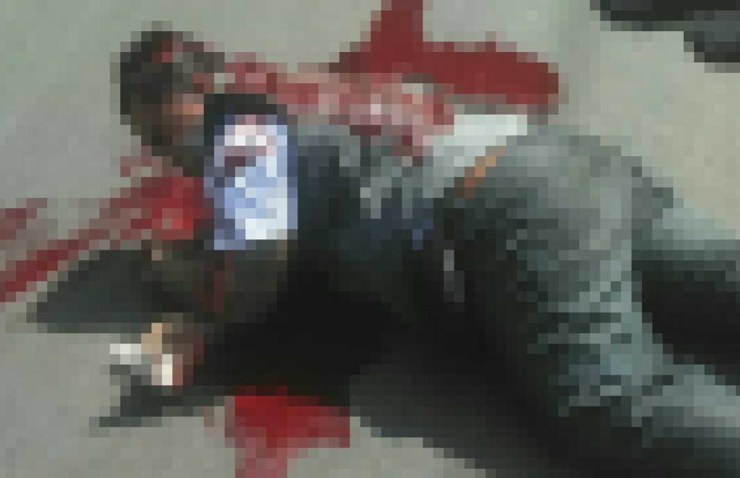 Korban tewas dengan kepla pecah dihantam pedang.