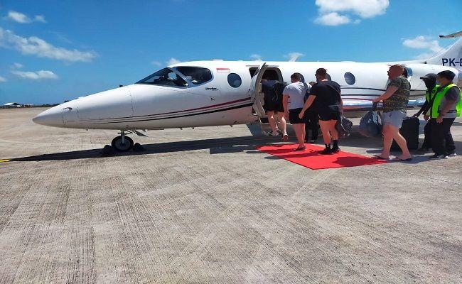Sejumlah wistawan manca negara menyewa pesawat Jet Pribadi untuk pulang ke negerinya.
