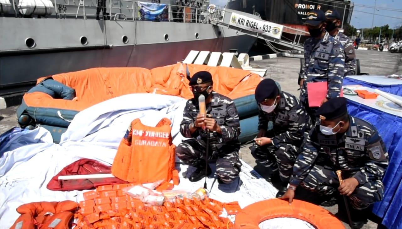 Serpihan barang-barang milik KMP Yunicee ditemukan tim SAR