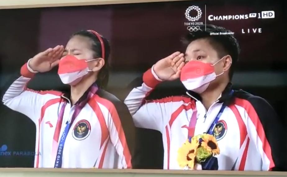 Ganda putri Indonesia Greysia Polii/Apriyani Rahayu meraih medali emas cabang olahraga badminton Olimpiade Tokyo 2021
