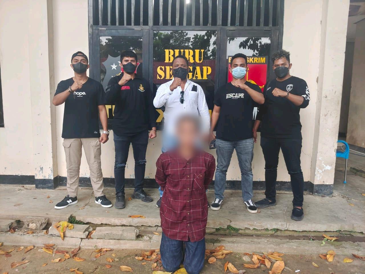 Tersangka pelaku pencabul anak di Boleng Manggarai Barat berinisial PB (28) saat ditangkap Polisi. (FOTO/Ist)